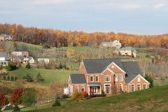 De Huizen van de luxe: upscale huizen, dalingsseizoen Royalty-vrije Stock Afbeeldingen