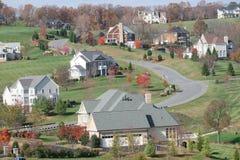 De Huizen van de luxe: upscale huizen, dalingsseizoen Royalty-vrije Stock Afbeelding