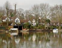 De Huizen van de rivieroever royalty-vrije stock afbeeldingen