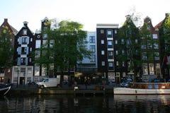 De Huizen van het kanaal in Amsterdam Stock Foto