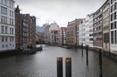 De huizen van het kanaal in Hamburg stock foto's
