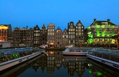 De huizen van het kanaal van XVII c. op Singel, Amsterdam royalty-vrije stock foto