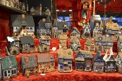 De huizen van het stuk speelgoed in de Markt van Kerstmis Royalty-vrije Stock Foto's