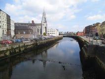 De huizen van Nice langs een rivier in Cork royalty-vrije stock fotografie