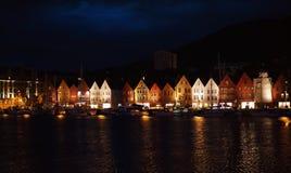 De huizen van Noorwegen Stock Afbeeldingen