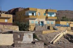 De Huizen van Nubian, Aswan Egypte, het Leven op de Rivier van Nijl Stock Fotografie