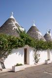 De huizen van Trulli in Alberobello (Apulia) Stock Afbeeldingen