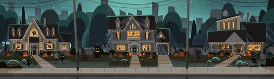 De huizen voor Halloween-Huisgebouwen Front View With Different Pumpkins worden verfraaid, slaat het Concept dat van de Vakantiev Stock Fotografie