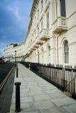 De huizenBrighton van het regentaat straat Engeland Stock Afbeeldingen