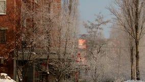 De huizentak van de de winterstad stock footage