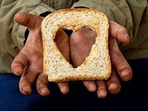 De hulparmoede en honger van de hulp met liefde Stock Foto's