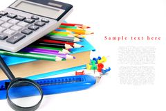 De hulpmiddelen van de school op een witte achtergrond Royalty-vrije Stock Foto's