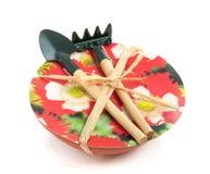De hulpmiddelen van de tuin op een kop papaverzaden Stock Foto