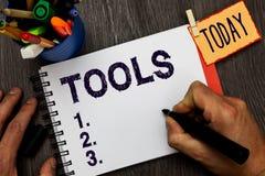 De Hulpmiddelen van de handschrifttekst Het concept die apparaat betekenen voert uit als gehouden en gebruikt uitvoert de bijzond royalty-vrije stock foto's