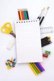 De hulpmiddelen van het bureau en van de student Stock Afbeeldingen