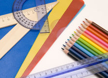 De hulpmiddelen van het onderwijs - potloden, heersers royalty-vrije stock fotografie