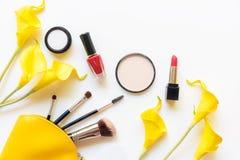 De hulpmiddelen van make-upschoonheidsmiddelen en van schoonheidsschoonheidsmiddelen de gift, de producten en de gezichtsschoonhe royalty-vrije stock fotografie