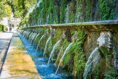 De hundra springbrunnarna i ` Este för villa D i Tivoli arkivbilder