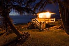 De hut van de het levenswacht bij schemering, Maui, Hawaï Stock Afbeeldingen