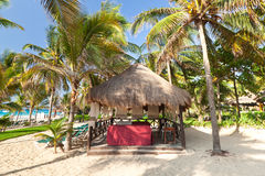 De hut van de massage bij de Caraïbische Zee Stock Afbeeldingen