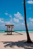 De Hut van de Wacht van het leven op Strand Royalty-vrije Stock Afbeelding