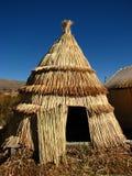 De hut van het riet bij Meer Titicaca Stock Foto's