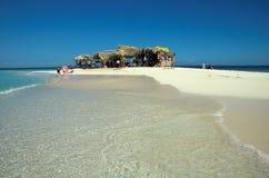 De hutten van het strand bij paradijseiland Royalty-vrije Stock Foto's