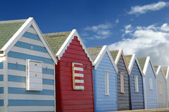 De hutten van het strand en blauwe hemel Stock Foto's