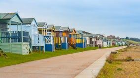 De hutten van het strand op de kust van Kent Stock Fotografie