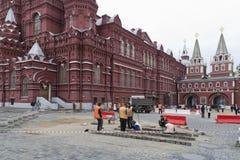 De huurlingen herstellen een graniet op Rood Vierkant Stock Afbeelding