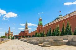 De huvudsakliga sikten av den röda fyrkanten för MoskvaKreml Royaltyfria Foton
