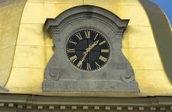 De huvudsakliga timmarna av staden Arkivbild
