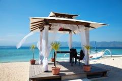 De huwelijkenpaviljoen van het strand in eilanden Gili stock foto's