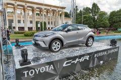 De hybride oversteekplaats van Toyota c-u in Nationale Expocenter Kiev, de Oekraïne royalty-vrije stock afbeeldingen