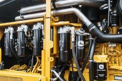 De hydraulica en gele tractor John Deere van het brandstofsysteem bij CTT in M stock afbeeldingen