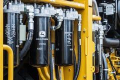 De hydraulica en gele tractor John Deere van het brandstofsysteem bij CTT in M stock foto's