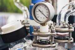 De hydraulische vloeibare drukindicator, pijl wijst op nul stock afbeelding