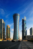 De hyperbolische toren van het district van de het Westenbaai van Doha, Qatar Stock Foto's