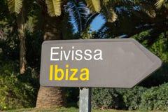 De Ibizaluchthaven voorziet van wegwijzers Stock Afbeeldingen