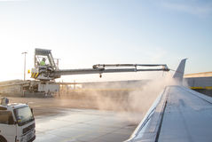 De-icing an aircraft wing Royalty Free Stock Photography