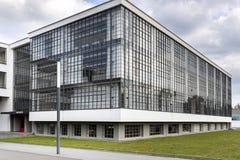 De iconische bouw van de Bauhauskunstacademie in Dessau, Duitsland royalty-vrije stock afbeelding