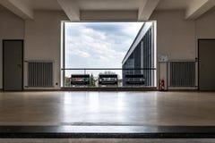 De iconische bouw van de Bauhauskunstacademie in Dessau, Duitsland stock afbeelding
