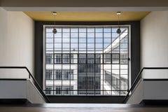 De iconische bouw van de Bauhauskunstacademie in Dessau, Duitsland royalty-vrije stock foto