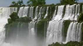 De Iguazu vattenfallen i norden av Argentina arkivfilmer