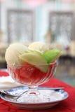 De ijscoupes van het roomijs met watermeloen Stock Afbeeldingen