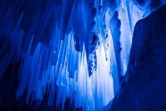 De ijskegels van ijskastelen en ijsvormingen Stock Foto