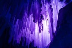 De ijskegels van ijskastelen en ijsvormingen Stock Afbeelding