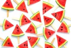 De ijslollys van de watermeloenplak op witte achtergrond, Fruitachtergrond worden geïsoleerd die stock afbeelding