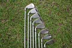 De ijzers van het golf op fairway gras 2 Royalty-vrije Stock Afbeelding