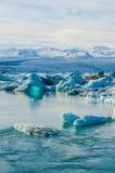 De ijzige Lagune van het Rivierijs in Jokulsarlon IJsland Stock Afbeeldingen